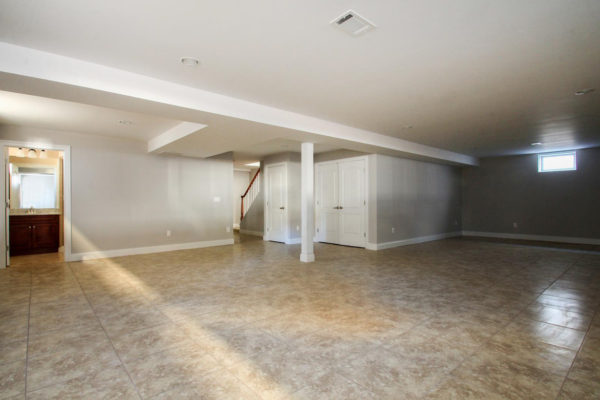 5-expansive-basement-with-full-bath